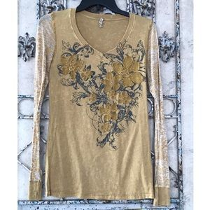 American Age Tops - V-Neck Tee w/floral detail!🌼